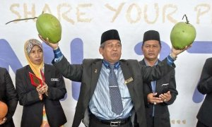 Police Tracked Down Raja Bomoh Sedunia, Brings Him In for Questioning - World Of Buzz 4