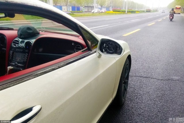 Smashing Into A Bentley Side View Mirror Cost Teenager A Fortune - World Of Buzz 1