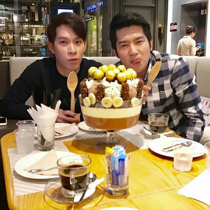 This Dessert Shop in Bangkok Serves Huge Treats Made of 22 Scoops of Ice Cream - World Of Buzz 2
