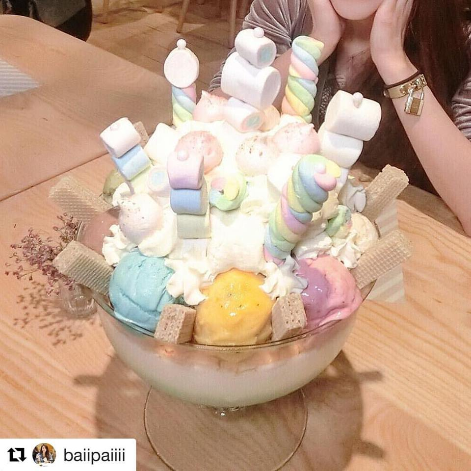 This Huge Dessert Made of 22 Scoops of Ice Cream in Bangkok is Amazing - World Of Buzz 6