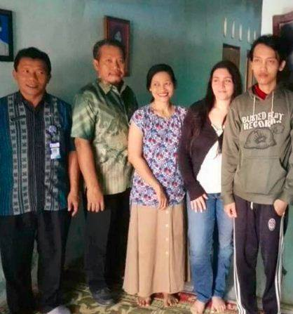 Italian Girl Saves Money for 2 Years Just to Meet and Marry Indonesian Man She Met Online - World Of Buzz 3