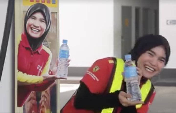 Shell's 'Mineral Water Lady' Shares Her Inspiring Story in Viral Video - World Of Buzz