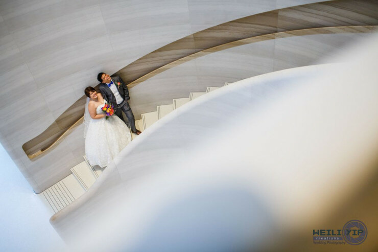 Cute Singaporean Couple Took Their Wedding Photos at The Apple Store - World Of Buzz 12