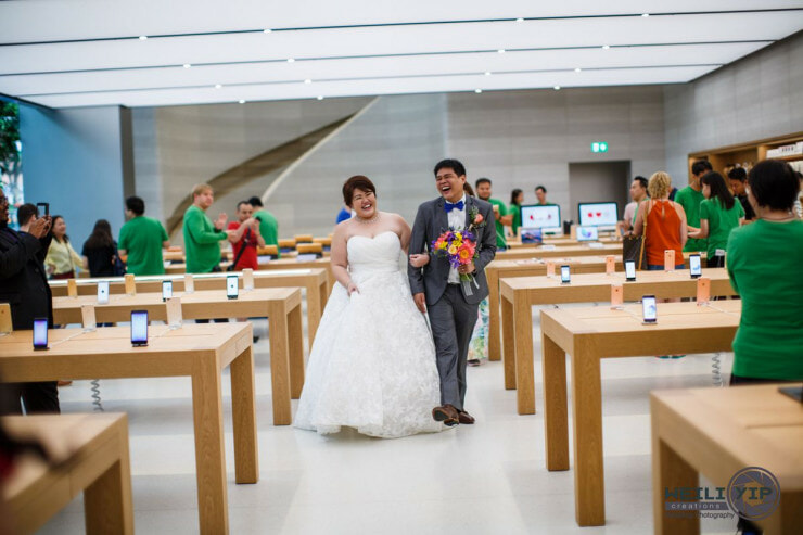 Cute Singaporean Couple Took Their Wedding Photos at The Apple Store - World Of Buzz 13