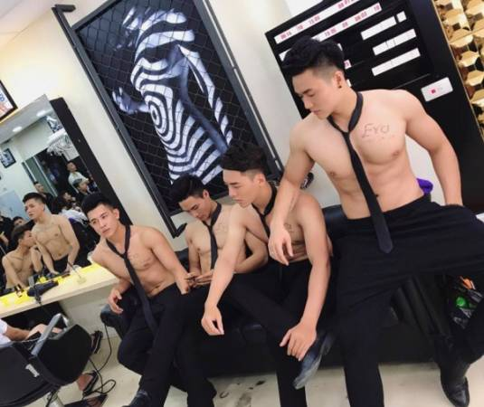 Handsome Hunks Attract Customers To Newly Opened Vietnam Beauty Salon - World Of Buzz 1