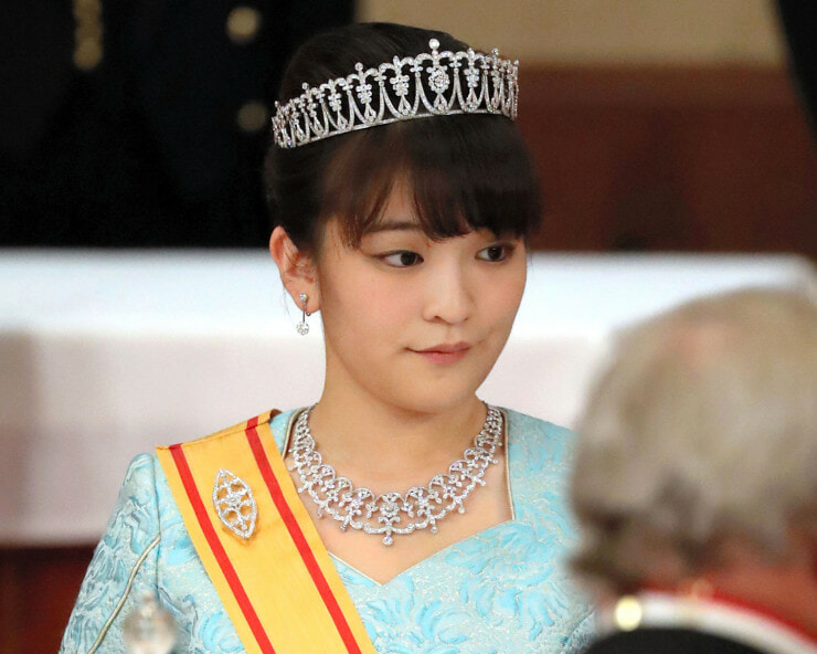 Japan's Princess Gives Up Royal Status to Marry the Love of Her Life - World Of Buzz 4