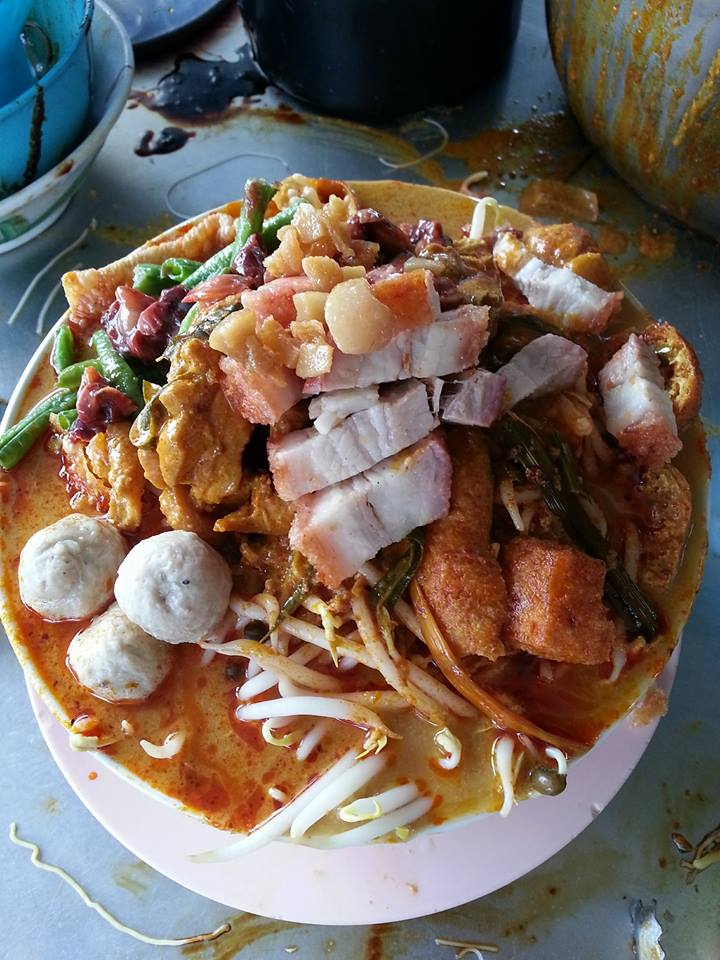Malaysian Netizens are Freaking Out Over this Monstrous Curry Laksa - World Of Buzz 1