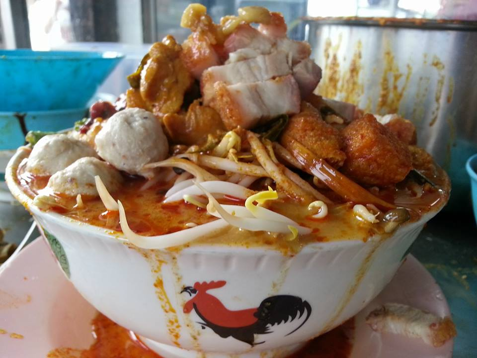 Malaysian Netizens are Freaking Out Over this Monstrous Curry Laksa - World Of Buzz 5