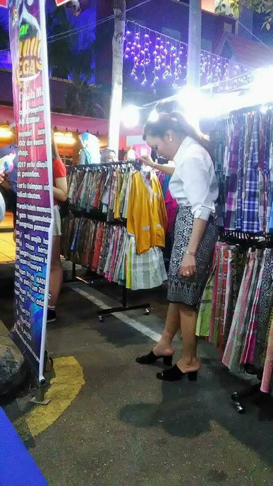 Malaysians Mind-Blown when Korean Lady Ingeniously Turns Sampin into a Skirt - World Of Buzz 1