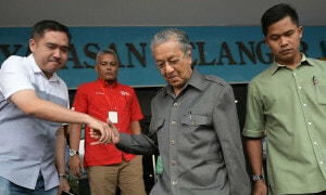 """PKR Agrees to Appointing Dr. Mahathir as Opposition Leader"" According to a Source - World Of Buzz"