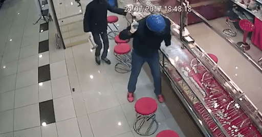 Gang of Robbers Fails Spectacularly in Robbing Shah Alam Goldsmith - World Of Buzz 1