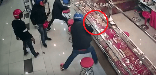 Gang of Robbers Fails Spectacularly in Robbing Shah Alam Goldsmith - World Of Buzz