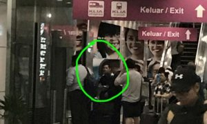 Lady Confronts Abusive Man in KLIA, Gets Called Out for Not Wearing Tudung - World Of Buzz 1