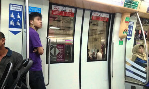 Malaysian Man Explains Why We Should Never Stand Near the Train Doors - World Of Buzz 6