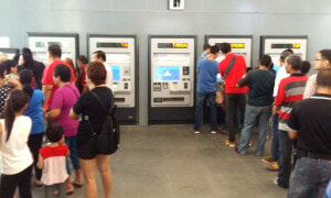 Malaysians Spotted in Long Queues at MRT Sg Buloh Station, Here's What Happened - World Of Buzz