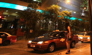 "Malaysian Man Who Crossdressed Gets Fined After Saying ""Hai Bang, Jom Hotel"" to Policeman - World Of Buzz"