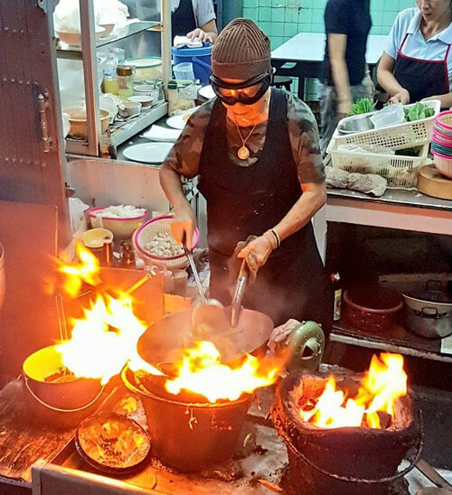 This Street Food Vendor in Bangkok Costs Hundreds of Ringgit, But it's Totally Worth it - World Of Buzz 6