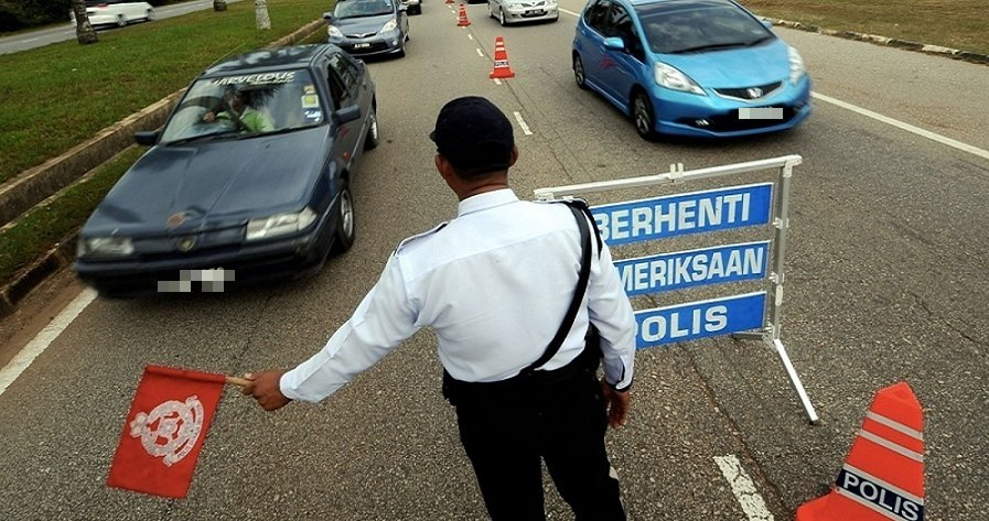 9 Things Every Malaysian Driver Has Done When They Encounter a RoadBlock - World Of Buzz