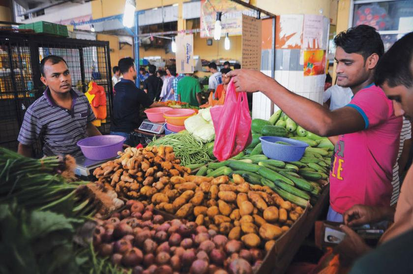 Locals Complain That Foreigners are Taking Over Wet Markets in Klang Valley - WORLD OF BUZZ 2