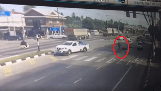 """""""spider-Man"""" Seen Rushing To Help Motorcyclist Injured In Accident - World Of Buzz 2"""