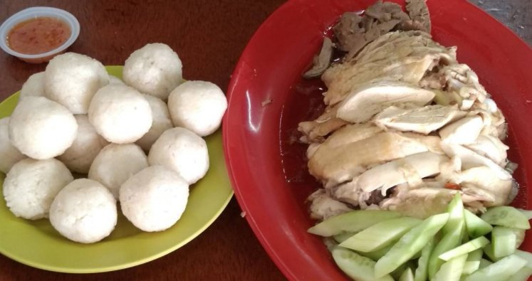 These 3 Theories Could Explain Why Melaka's Chicken Rice Is Shaped As A Ball - World Of Buzz