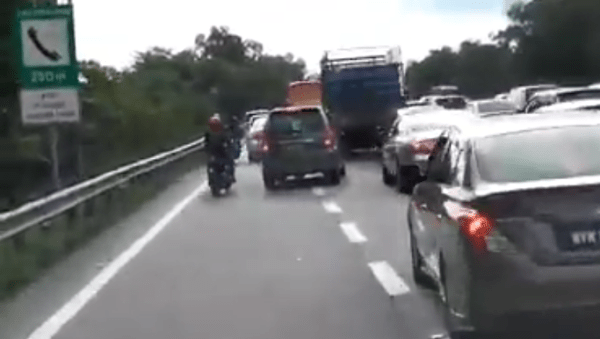 16 Basic Traffic Rules Malaysians Always Do WRONG! - WORLD OF BUZZ 10