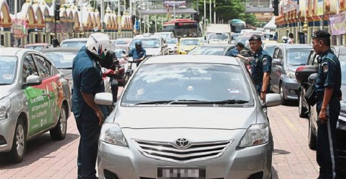 DBKL Taking Stern Action Against Motorists who Double Park in Brickfields - WORLD OF BUZZ 5