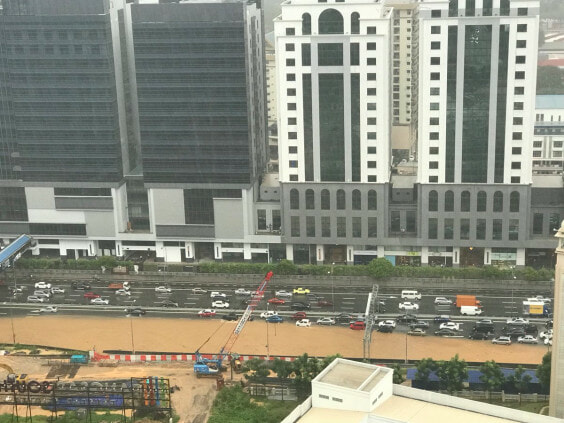 Federal Highway in Mid Valley Area Badly Flooded After Heavy Monsoon Showers - WORLD OF BUZZ 2