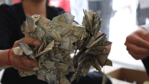 Man Folded Heart-Shaped Banknotes Worth Over RM12,000 and Used Them to Buy Her a Car - WORLD OF BUZZ 6