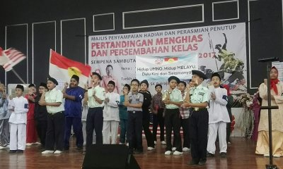 Primary Students Made to Sing UMNO Song and Wave UMNO Flags During School Event - WORLD OF BUZZ 6