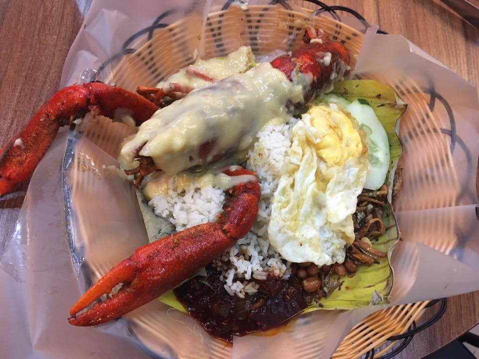 This M'sian Restaurant Offers Yummy Nasi Lemak Lobster & Crab Starting from RM20! - WORLD OF BUZZ