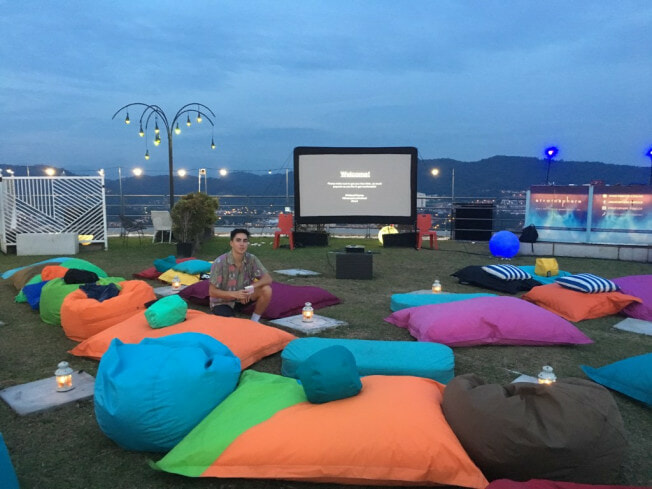 M'sians Can Watch Classic Christmas Movies Under The Stars This December! - WORLD OF BUZZ 2