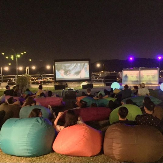 M'sians Can Watch Classic Christmas Movies Under The Stars This December! - WORLD OF BUZZ 5