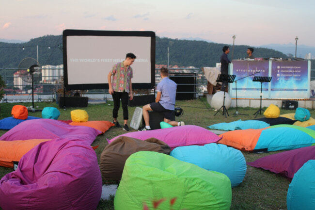 M'sians Can Watch Classic Christmas Movies Under The Stars This December! - WORLD OF BUZZ 6