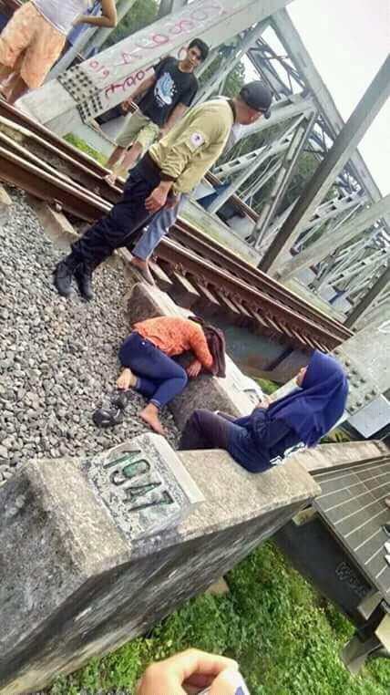 Teen Absorbed with Taking Selfie on Railway Tracks Gets Hit By Train, Suffers Severe Injuries - WORLD OF BUZZ 2
