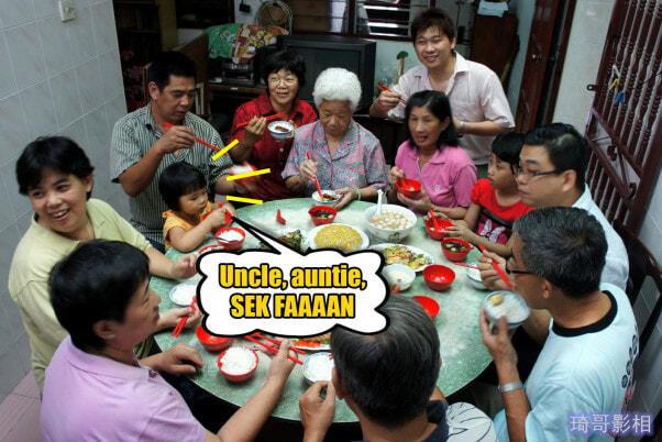 8 CNY Reunion Dinner Etiquette All Malaysians Must Know - WORLD OF BUZZ 7