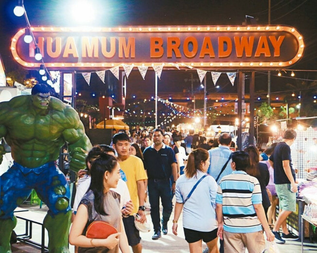 XX Awesome Night Markets in Bangkok You Must Visit for A Complete Experience - WORLD OF BUZZ 15