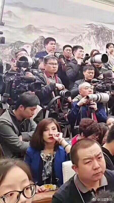 Chinese Reporter Steals The Show With An Epic Eye Roll In China's Annual Parliament Session - WORLD OF BUZZ 2