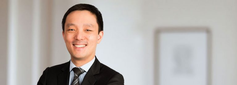 Meet Jern Fei-Ng, the M'sian Who is One of Most Respected Barrister in Britain - WORLD OF BUZZ