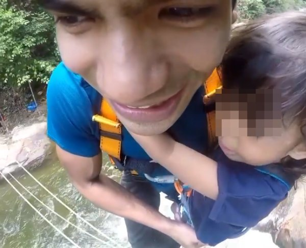 "M'sian Receives Backlash For ""Rope Swinging"" off a 60m Bridge With His Toddler - WORLD OF BUZZ 3"