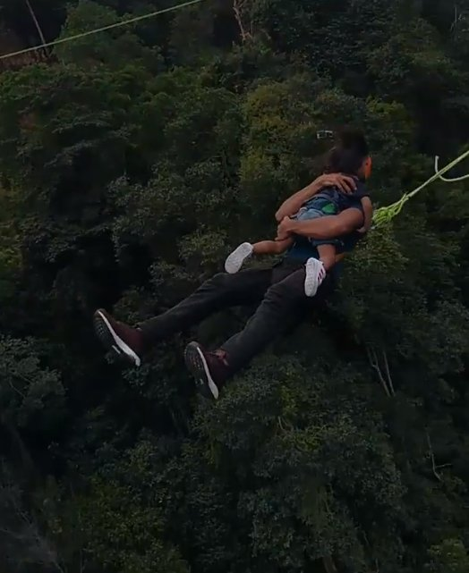 "M'sian Receives Backlash For ""Rope Swinging"" off a 60m Bridge With His Toddler - WORLD OF BUZZ 4"