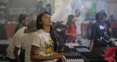 Tourists Visiting Thailand Could Face up to 10 Years in Prison for Vaping - WORLD OF BUZZ 4