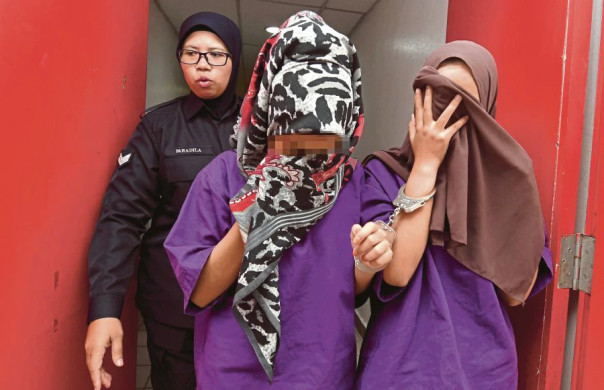 Two 17yo M'sian Girls Remanded for Bullying and Insulting Modesty of Disabled Man - WORLD OF BUZZ