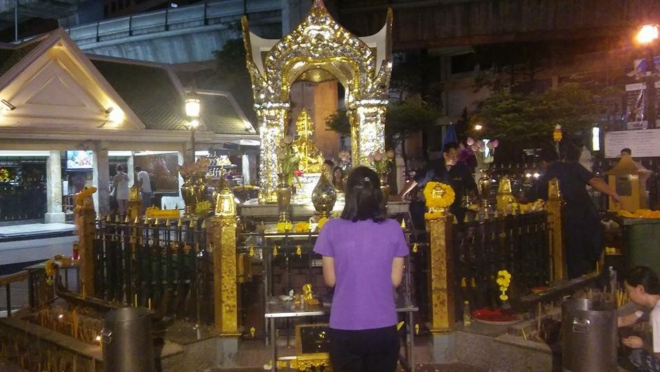 You Can No Longer Light Up Incense or Candles at Bangkok's Erawan Shrine - WORLD OF BUZZ 3