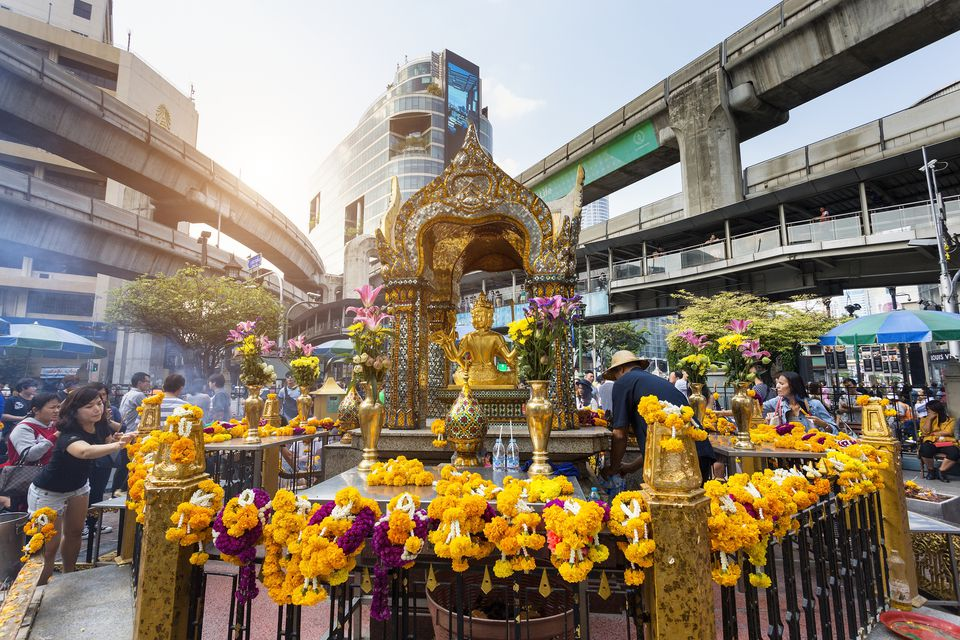 You Can No Longer Light Up Incense or Candles at Bangkok's Erawan Shrine - WORLD OF BUZZ