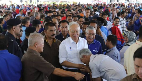 Fishermen in Kedah Unhappy Despite Government Handouts & Plan to Vote For Opposition - WORLD OF BUZZ 1