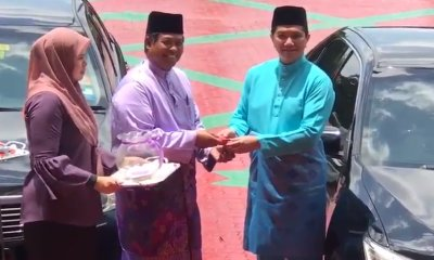 Selangor's MB Exhibits Humility As He Returns Official Car And Used Grab To Get Home - WORLD OF BUZZ