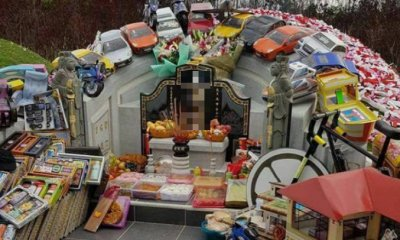 This Person Bought More Than 10 Sports Cars and Many More As Qing Ming Offerings - WORLD OF BUZZ 2