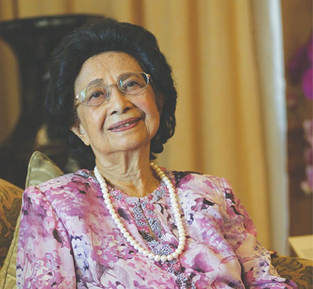 An Insight Into The Spouses of Malaysia's Prime Ministers - WORLD OF BUZZ 3