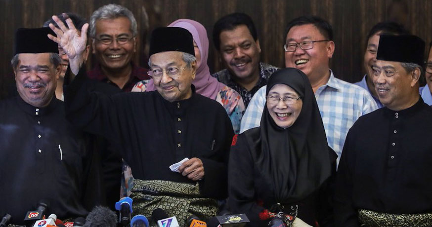 Dr M: We Will Abolish the Policy of 'Cash is King' - WORLD OF BUZZ